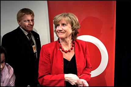 Gerd-Liv Valla, etter å ha meldt sin avgang under pressekonferansen (Foto:VG)