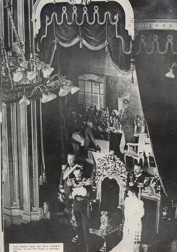 Haakon åpner det første ordinære Storting i 1906 (Alt for Norge, side 36)