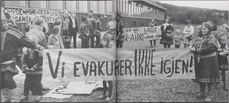 """Demonstrasjon i Masi 27 aug 1970 (kilde: """"Altasaken. 12 års kamp for Alta- Kautokeinovassdraget."""" av Åsmund Lindal/Helge Sunde s.17)"""