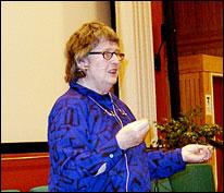 Berit Ås taler om de fem hersketeknikker i Karlstad i februar 2003