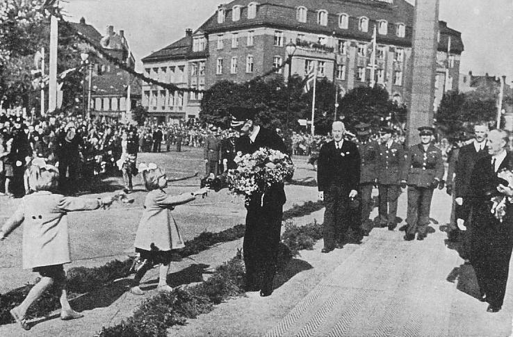I Trondheim sommeren 1945. (Kilde: W. P. Sommerfeldt: Hans Majestet Kong Haakon VII Taler 1905-1946 - et utvalg og en bibliografi. Oslo 1947)